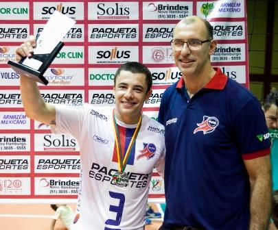 Capitao Rafinha recebe trofeu_Daniel Nunes
