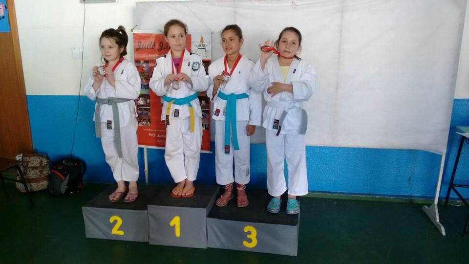 Judô ginasticano conquista treze medalhas em campeonato