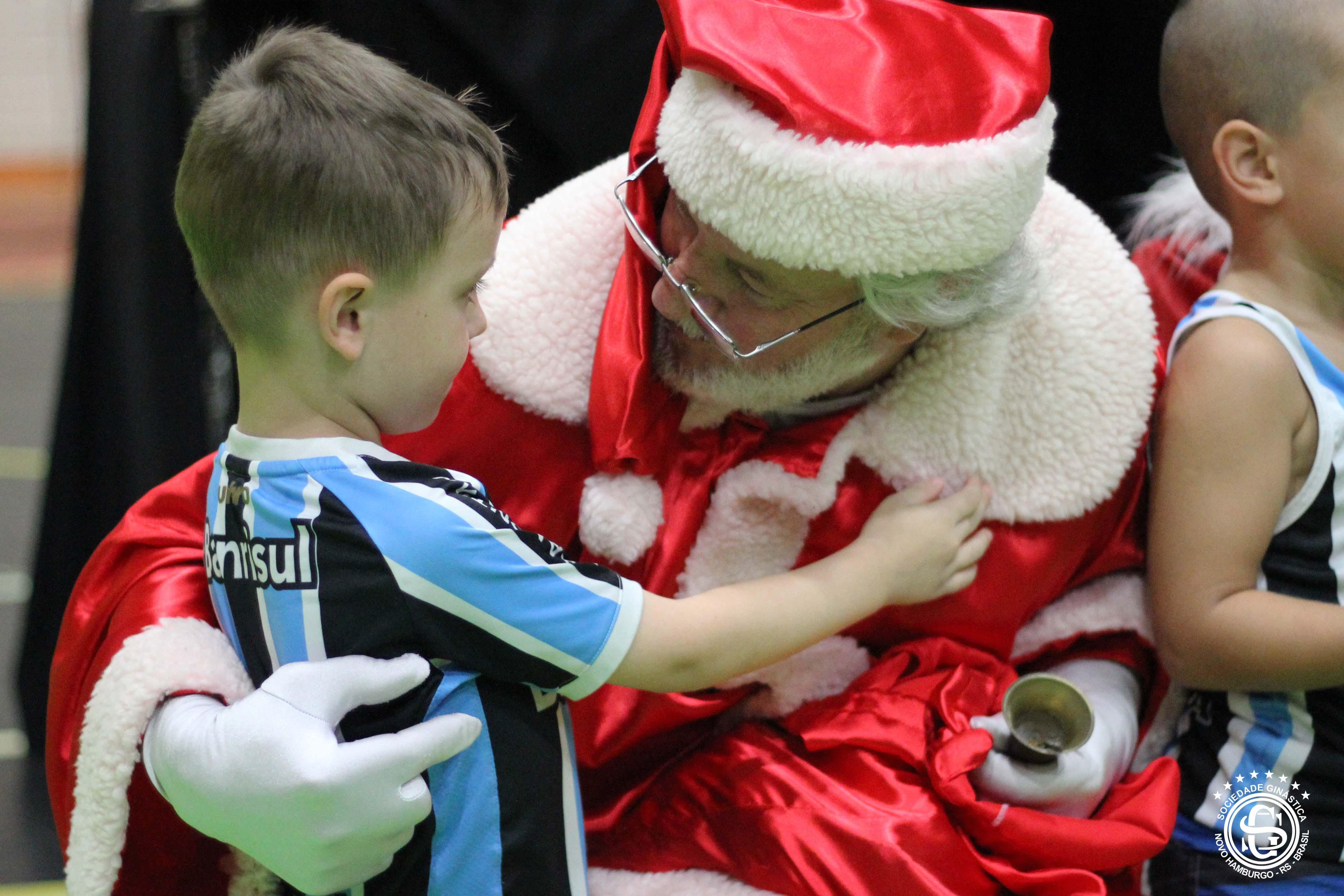 Encenação do Nascimento de Jesus e Papai Noel animam Natal na Ginástica