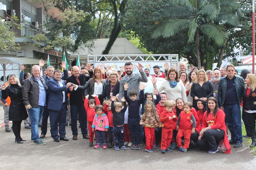 """AASGNH recebe doação de carro pelo programa """"Frota Social"""""""
