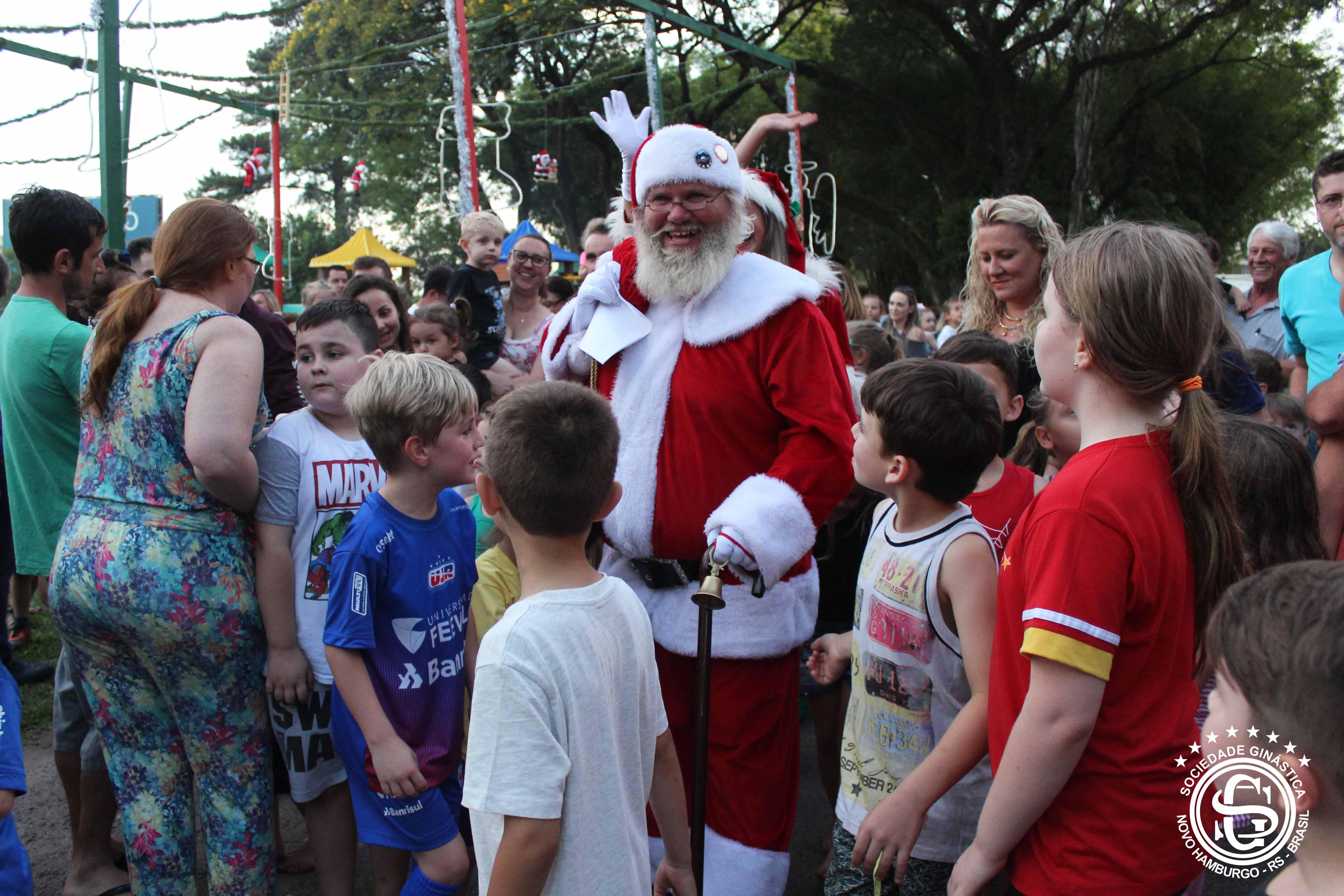 Alegria e diversão na Chegada do Papai Noel