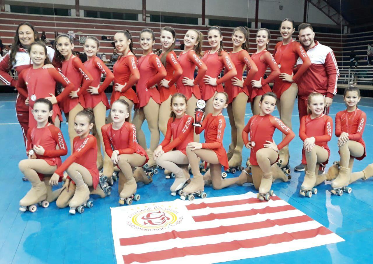 Patinadoras ginasticanas trazem 14 medalhas de competição