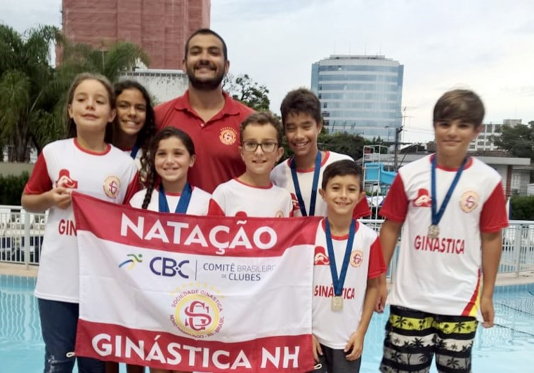 Natação Ginástica conquista 12 medalhas em torneio